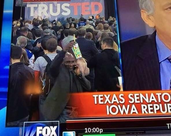 Chris-waving-at-Cruz-Iowa-Victory-party